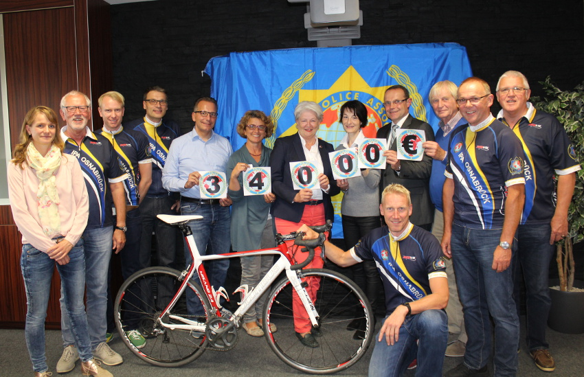 Hauptfoto_29. Niedersachsen-Tour der IPA (International Police Association) - 8000 € für Kijuba